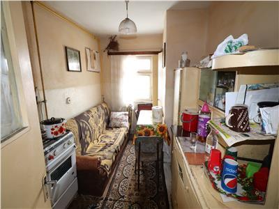 Apartament 4 camere, etaj 4/4 zona Panduri (necesita renovare)