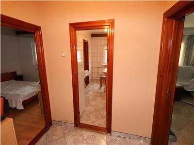 Apartament 2 camere, etaj 3 zona Piata Moldovei