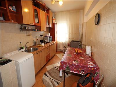 Apartament 2 camere, etaj 3, renovat si mobilat , zona Sud