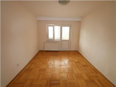 Apartament 4 camere, etaj 2, nemobilat  220 E