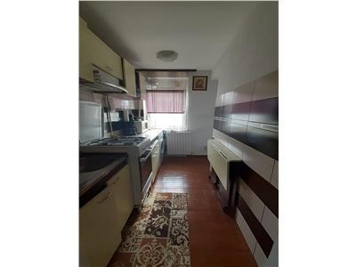 Apartament 3 camere, zona Sud - Paco, etaj 4 cu acoperis