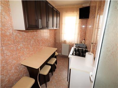 Apartament 3 camere , etaj 4 cu acoperis, zona Scoala 1