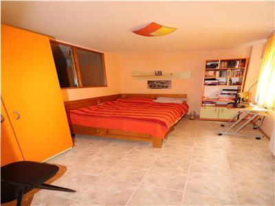 Apartament 2 camere, parter inalt, zona Liceul Pedagogic