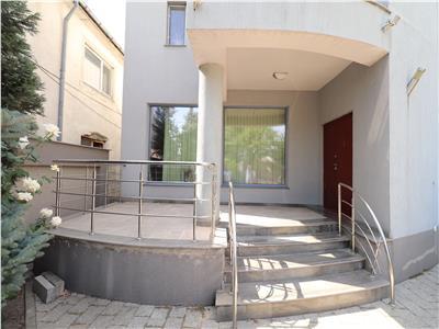 Vila cu piscina de vanzare in Golesti !!