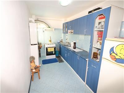 Apartament 3 camere, etaj 1, Piata Moldovei