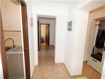 Aartament 3 camere, etaj 4 cu acoperis, zona Pompieri