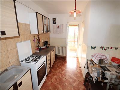 Apartament 4 camere, Piata Moldovei , etaj 4 cu acoperis