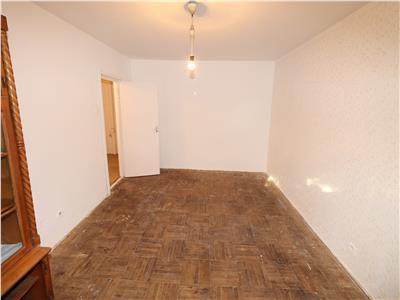 Apartament 3 camere, parter , pentru muncitori, 1000 Lei