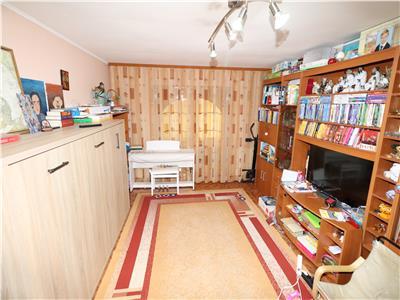 Apartament 4 camere, etaj 1, zona Piata Moldovei - Finante