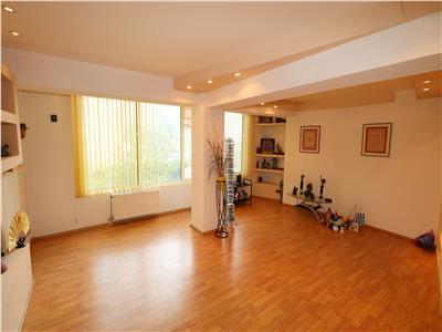 Apartament 4 camere, ultracentral, parter , zona Tribunal