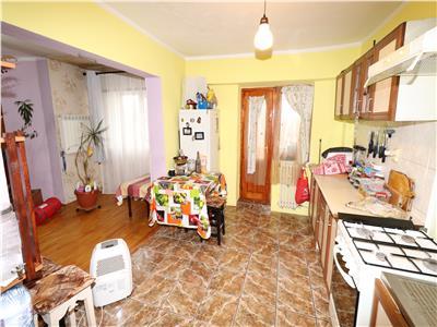 Apartament 3 camere, etaj 4, acoperis, zona Tiriac - Paco