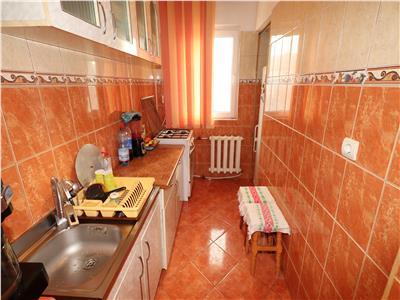 Apartament 3 camere, etaj 4 cu acoperis, decomandat
