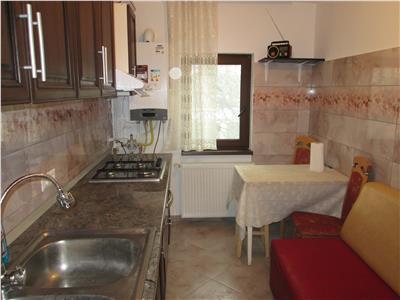 Apartament 3 camere, zona Scoala 3, etaj 2, mobilat