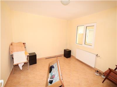Apartament 2 camere, etaj 3, zona SUD - renovat -
