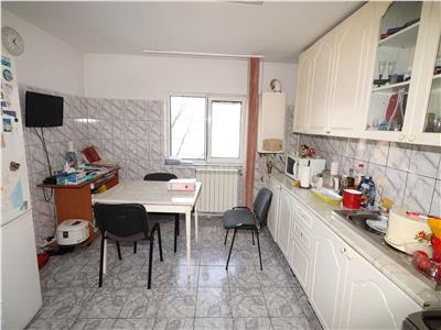 Apartament 3 camere, etaj 3, zona Longinescu - Penny Market