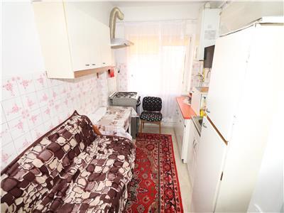 Apartament 3 camere, zona Scoala 7, etaj 3 cu Centrala
